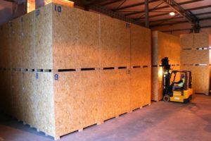 Skrzynie drewniane do przechowania mebli